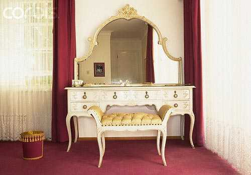 Lighting For The Vanity Table: This Aspect Of A Dressing Table Plays An  Important Role For Men And Women To Dress Up In The Finest Manner.
